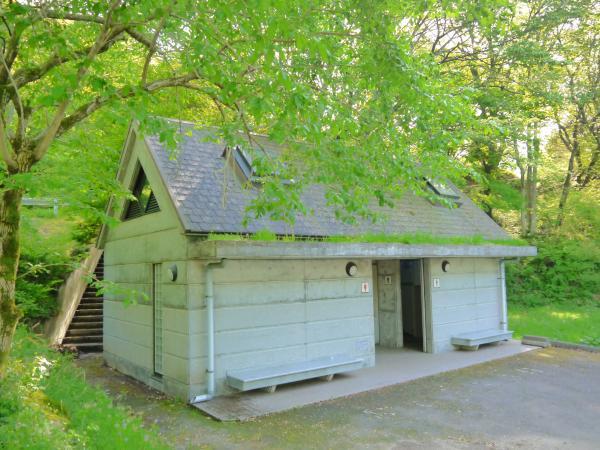 『筑波高原キャンプ場駐車場付近のトイレ』の画像