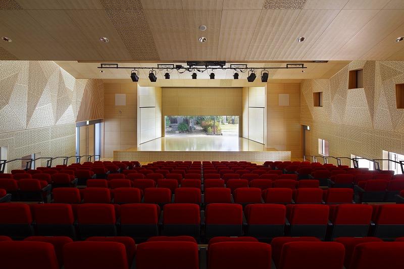画像:ホール ステージ